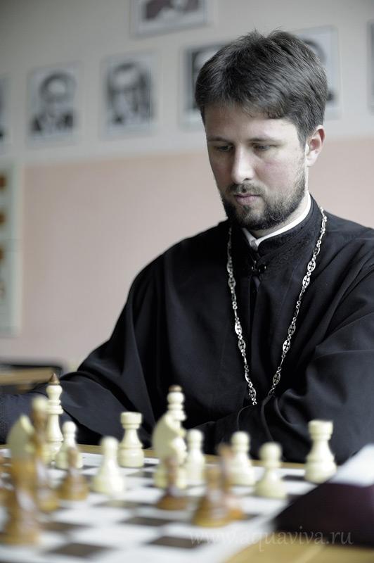 Для отца Георгия Христича шахматы стали вторым увлечением наряду с футболом