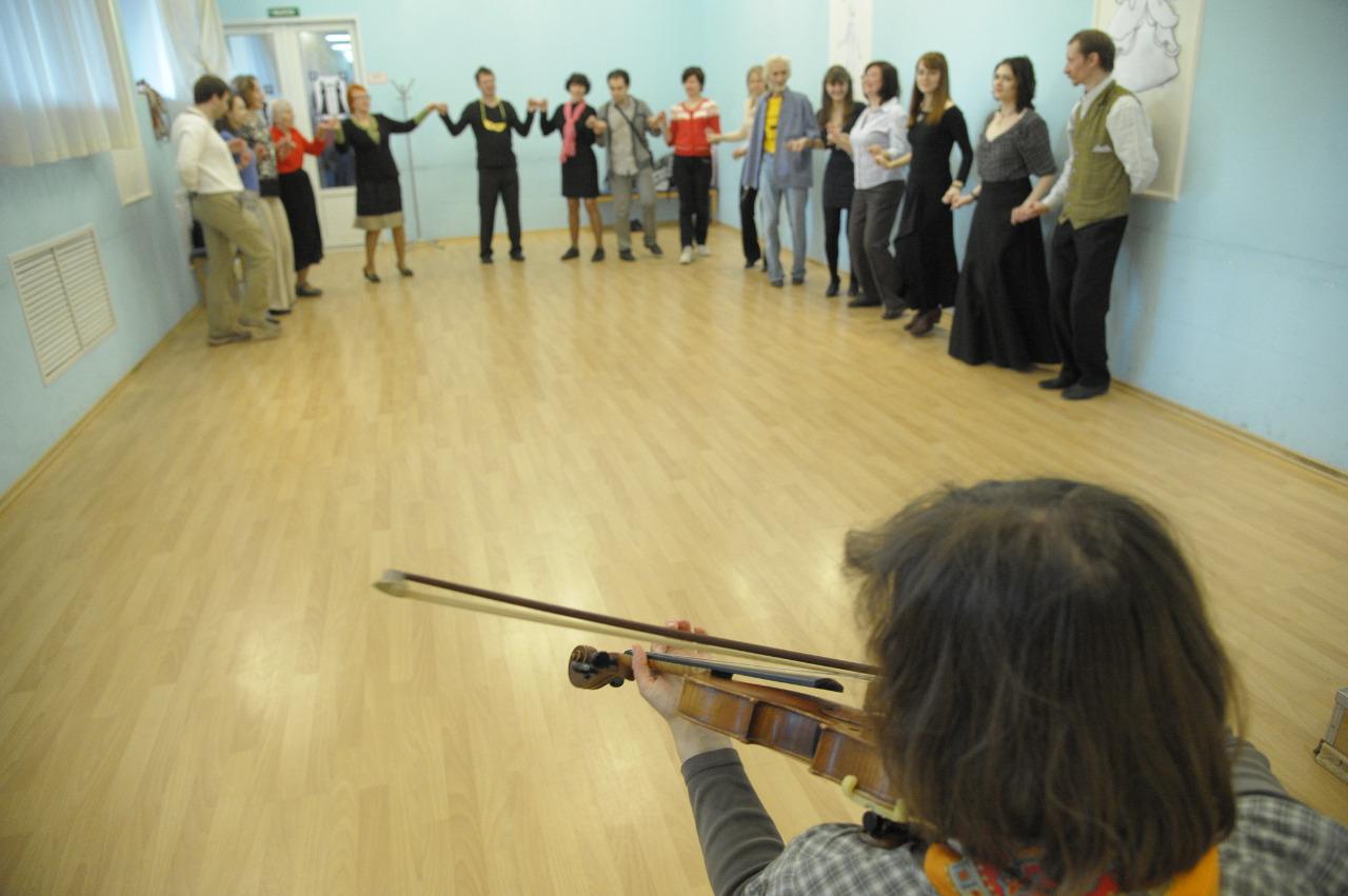 В клубе «Социал данс» при библиотеке имени Л.С. Соболева с удовольствием танцуют польки, мазурки и вальсы