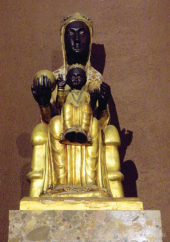 Чёрная Дева Монсерратская. Начало XII века. Копия утраченной статуи X века