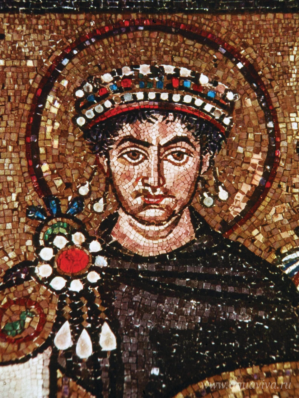 Юстиниан I — византийский император в 527–565 годах, ставивший перед собой задачу восстановления Римской империи. На Западе ему удалось завладеть Апеннинским полуостровом, юго-восточной частью Пиренейского полуострова и частью Северной Африки. Юстиниан был крупнейшим богословом своего времени, в его царствование был проведен V Вселенский Собор, осудивший оригенизм и многие другие ереси. В своде законов, составленных по приказу Юстиниана (Corpus iuris civilis) впервые появляется термин «патриарх». Именно этому императору принадлежит идея «пентархии».