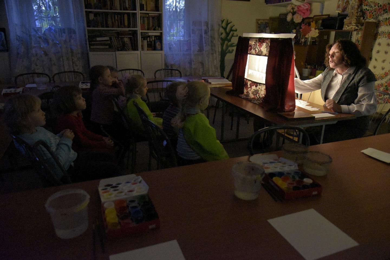 Наталья Шкринда соединяет художественное творчество и богословие, ее занятия захватывают детей и взрослых