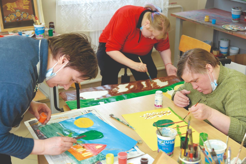Своим ученикам Виктор Павлович предоставляет почти полную свободу творчества
