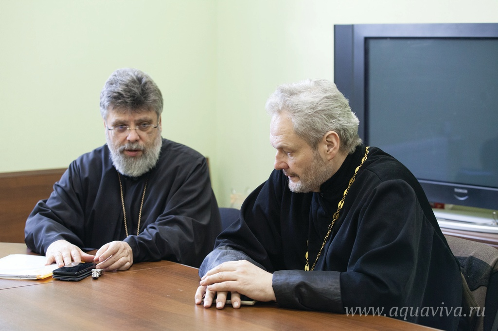Протоиерей Григорий Григорьев (слева) и иерей Игорь Лысенко
