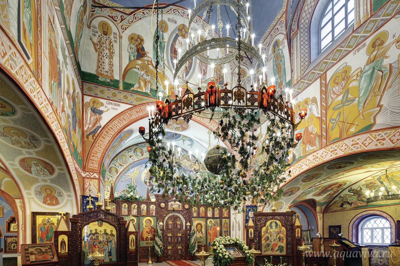 За 20 с небольшим лет с момента возвращения Церкви храм был полностью восстановлен