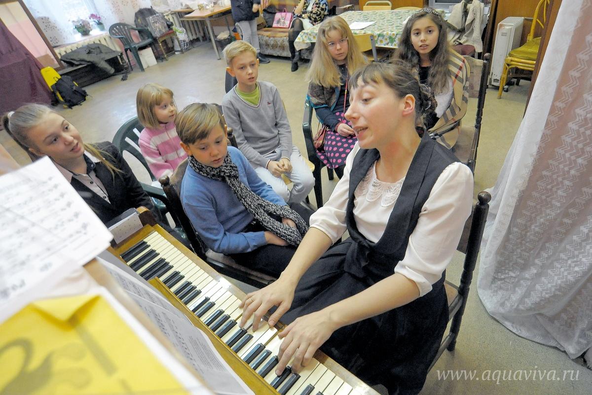 Ребята из театральной студии «Под куполом» вместе с педагогом Елизаветой Соловьевой добились признания на многочисленных фестивалях и конкурсах