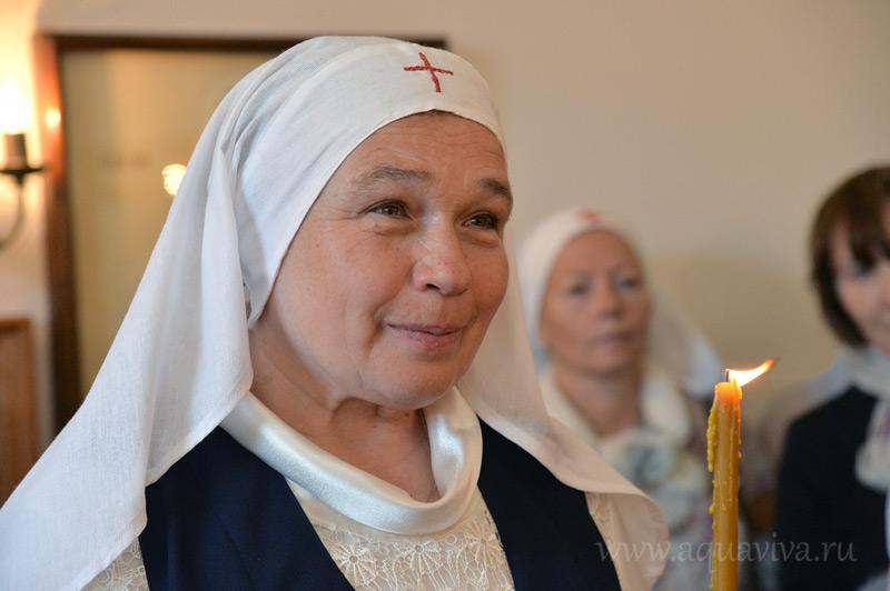 Ирина Ольшанская, учитель, кандидат филологических наук, приняла посвящение в сестры милосердия в день празднования 20-летия сестричества
