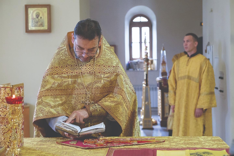 Священники уделяют большое внимание красоте богослужения