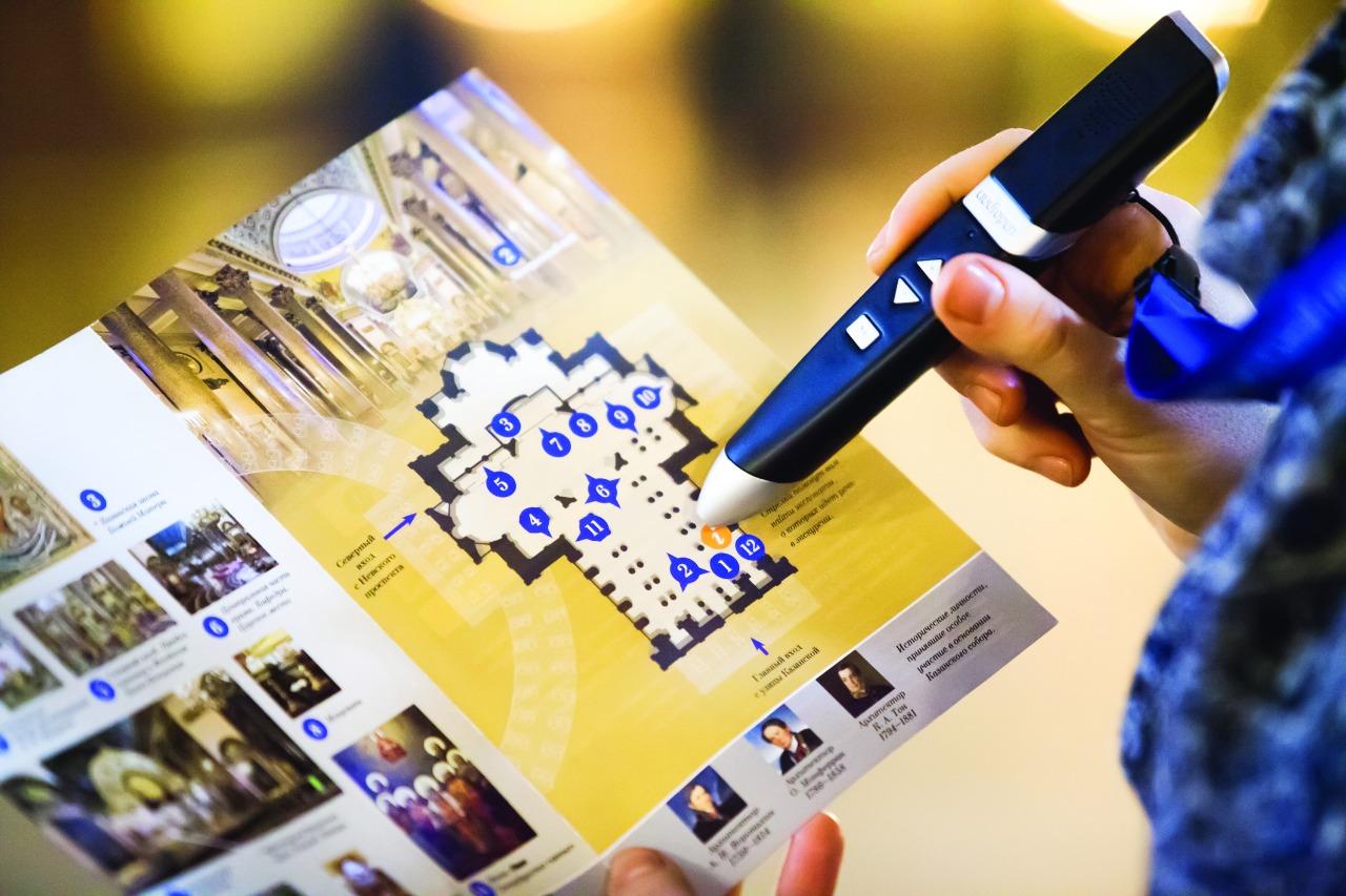 Казанский собор стал первым храмом Петербурга, где посетителям предлагается современное интерактивное устройство - аудиогид