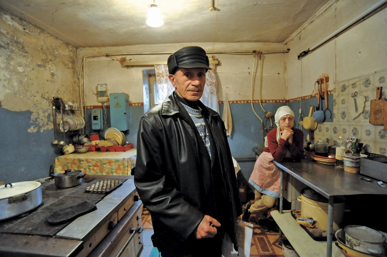 Комендант Михаил Глазунов только что вернулся с заседания суда, где решают вопрос о гражданстве одной из жительниц приюта