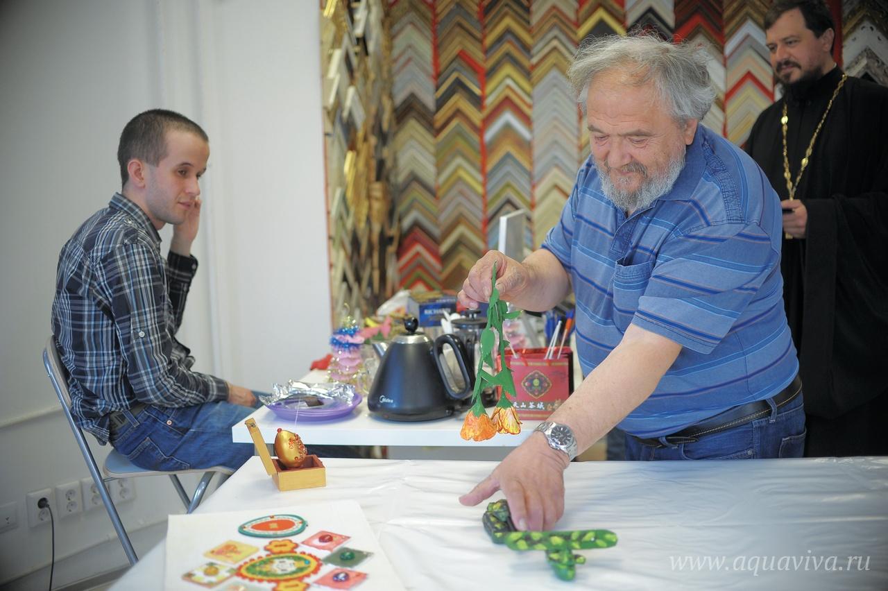 Виталий Сергеевич, отец Владислава, говорит, что главное в «Никиасе» — атмосфера, возможность общения