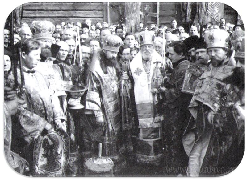 Митрополит Серафим с духовенством и прихожанами Свято-Троицкого собора Александро-Невской лавры. Конец 1920-х годов