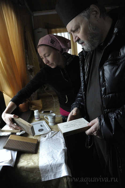 Бывшая воспитанница пишет образ к юбилею храма Коневской иконы Божией Матери