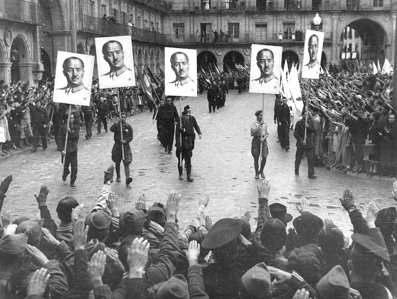 Франкистская демонстрация. Саламанка. 1937 год