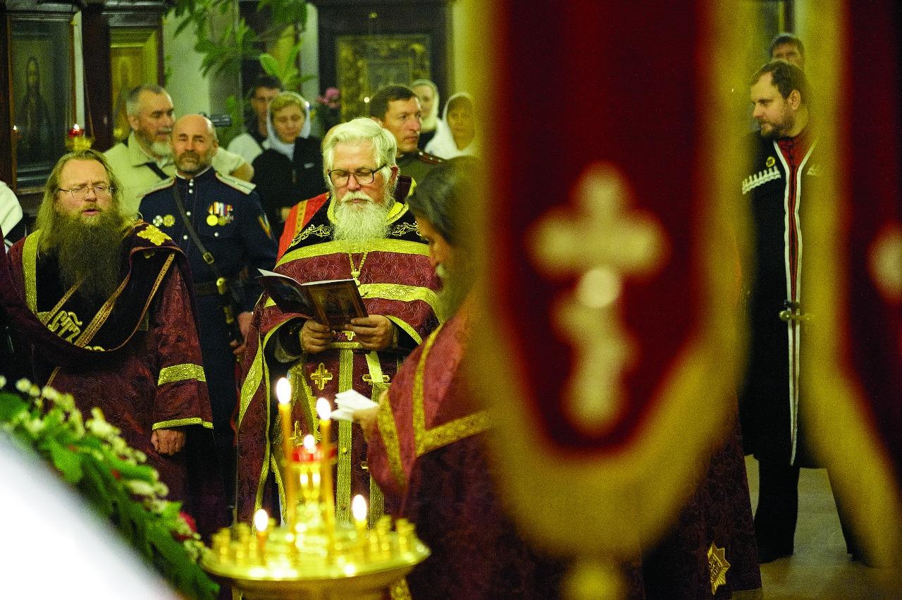 И настоятель храма, и многие прихожане - потомственные казаки