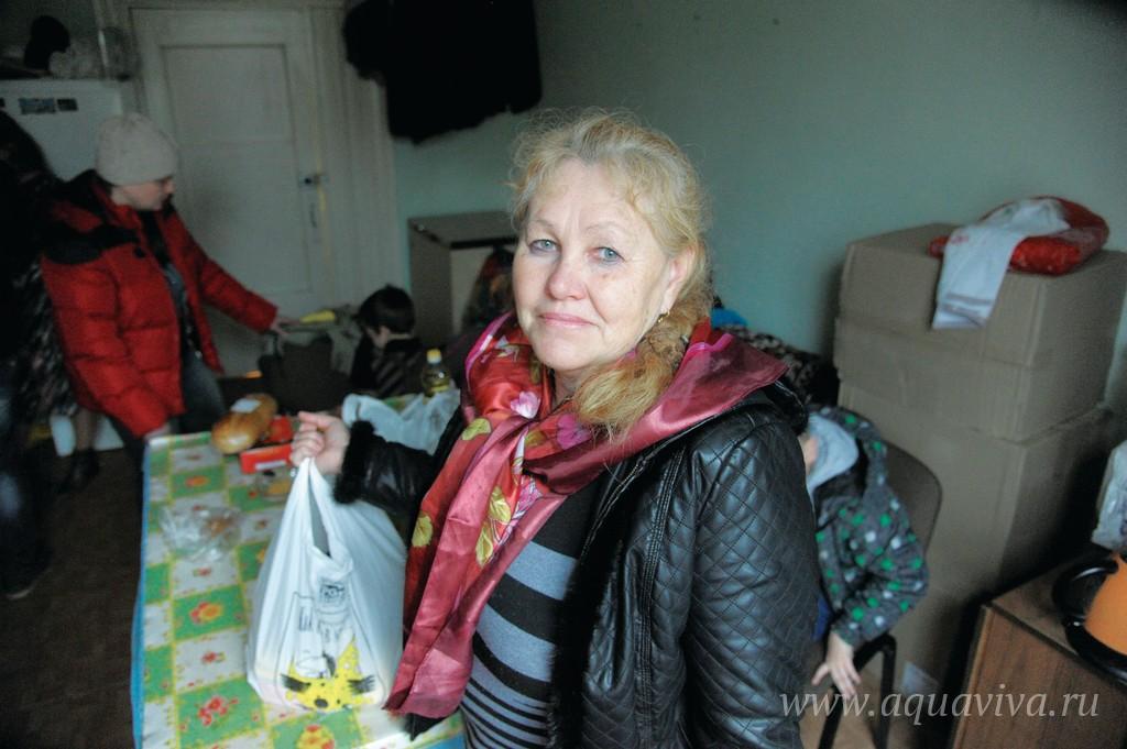 Светлана Юрьевна помогает Олегу Богданову поддерживать порядок в помещениях кабинета и склада