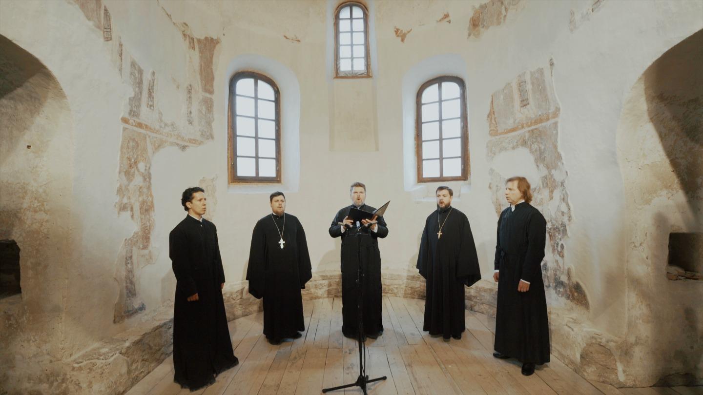 Хор духовенства Санкт-Петербургской митрополии поет в Мирожском монастыре