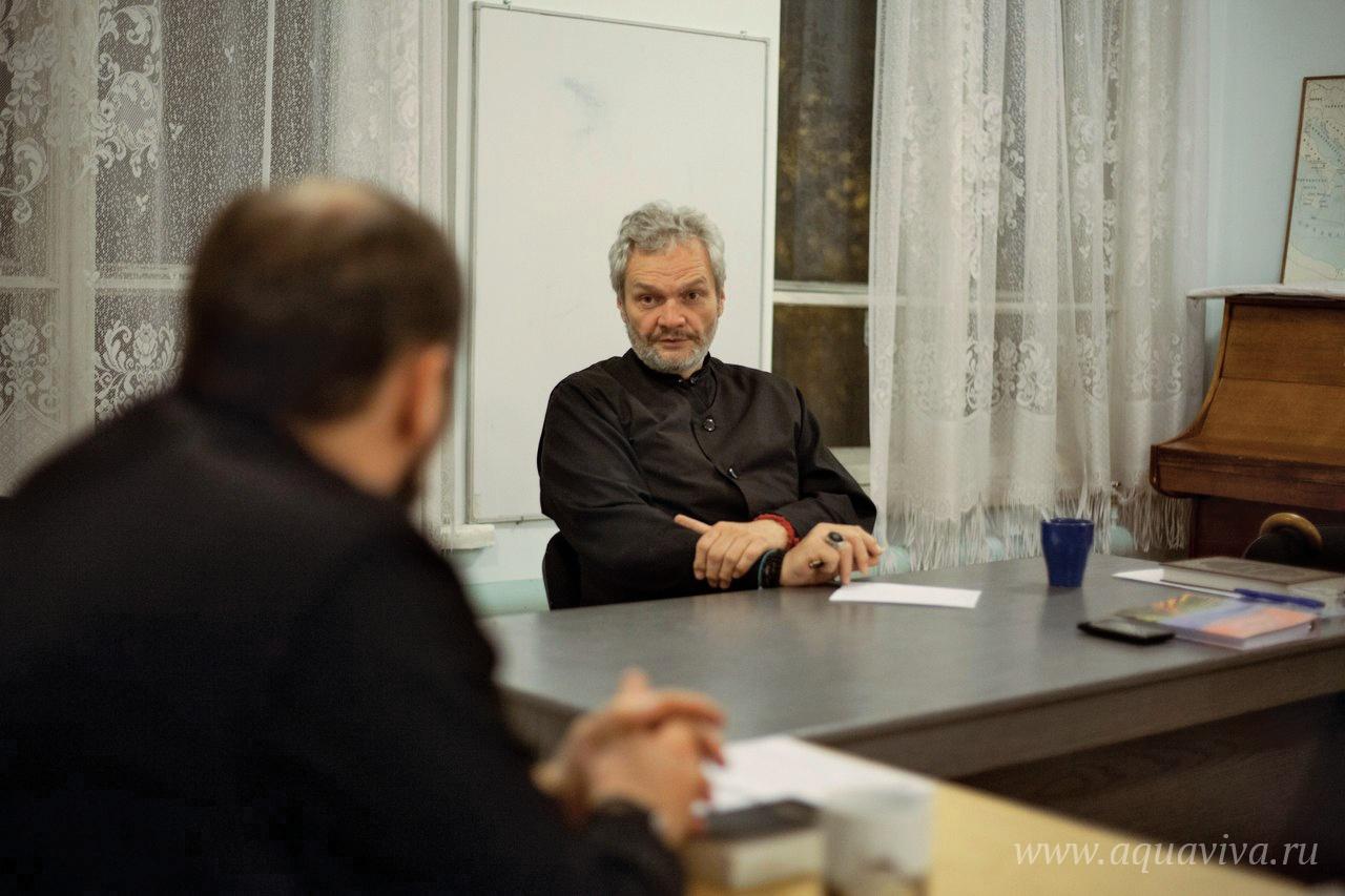 Выступление иерея Игоря Лысенко в «среду специалистов» было посвящено церковно-государственным отношениям