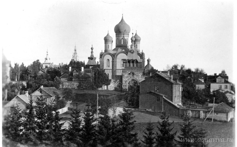Вид на Пюхтицкий монастырь. Вторая половина 1920-х годов