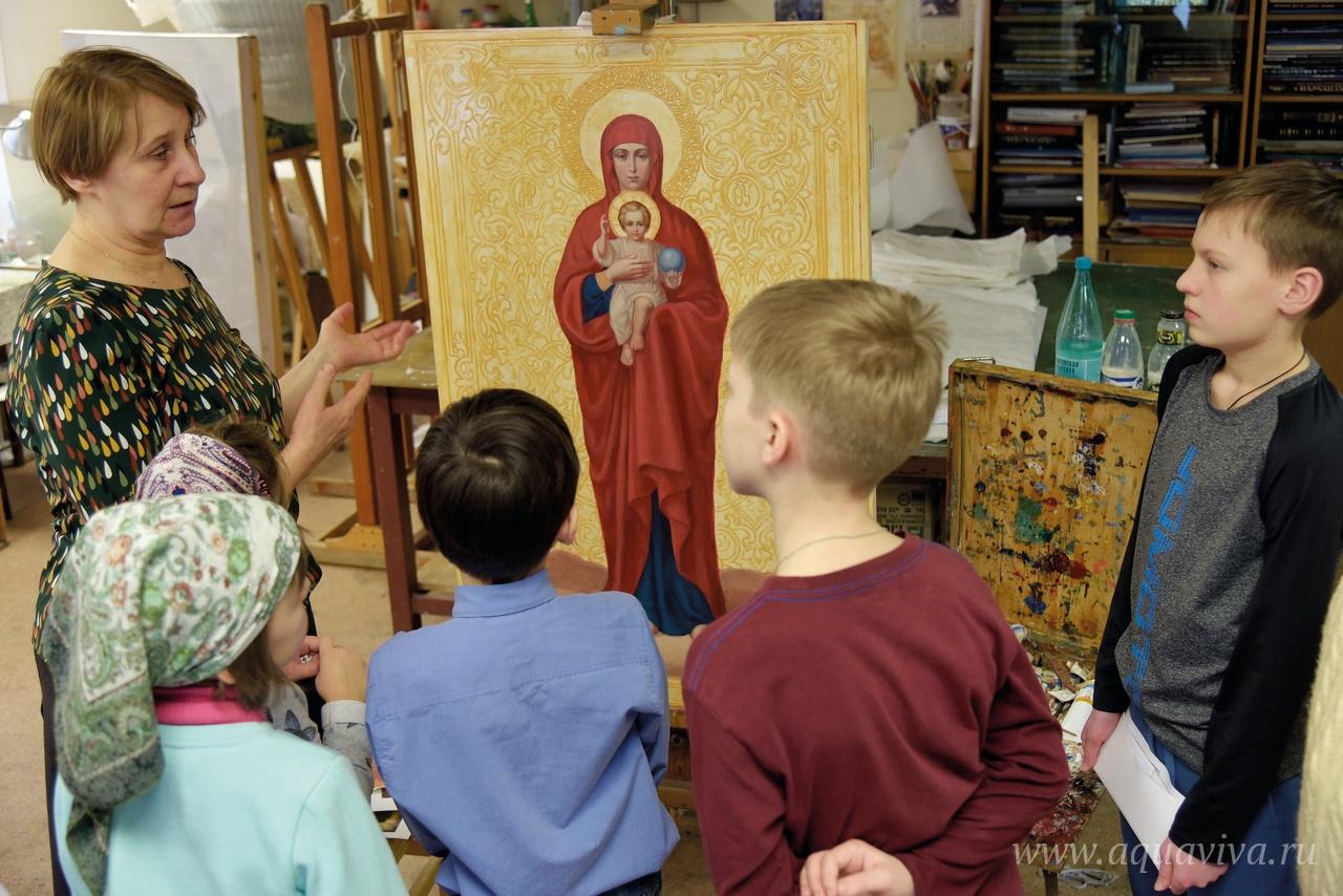 Недавно на приходе открылся класс иконописи для детей.