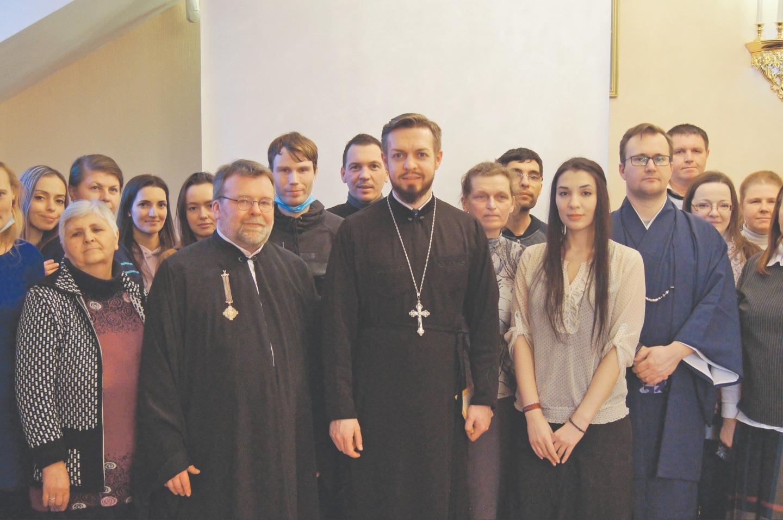 """В прошлом году на приходе был создан молодежный православный отряд """"Апостол"""", которым руководит священник Николай Святченко"""