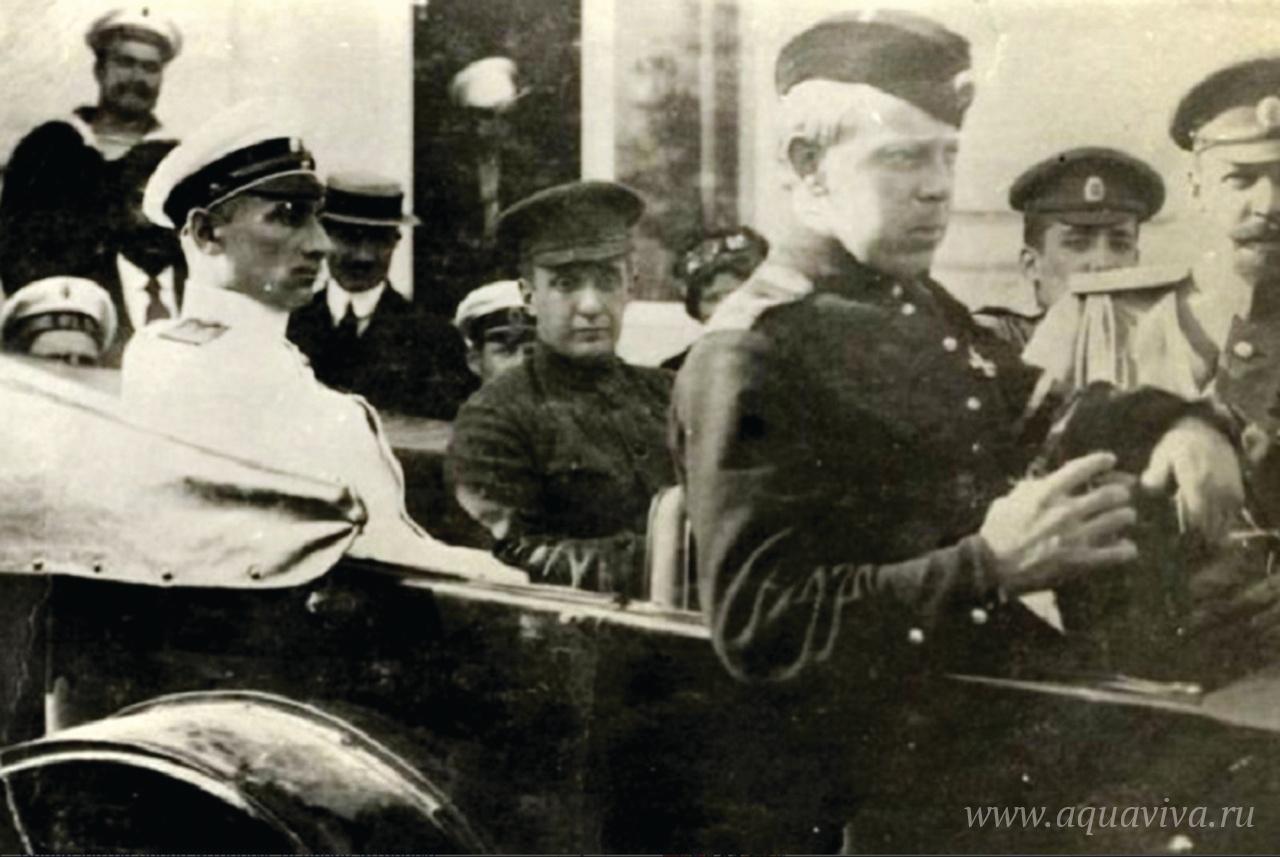 Военный министр Временного правительства А.Ф. Керенский и А.В. Колчак с членами Севастопольского военного ЦИКа. Севастополь. Май 1917 года