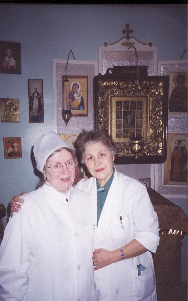Коллеги-врачи с открытием молельной комнаты стали регулярно бывать на богослужениях