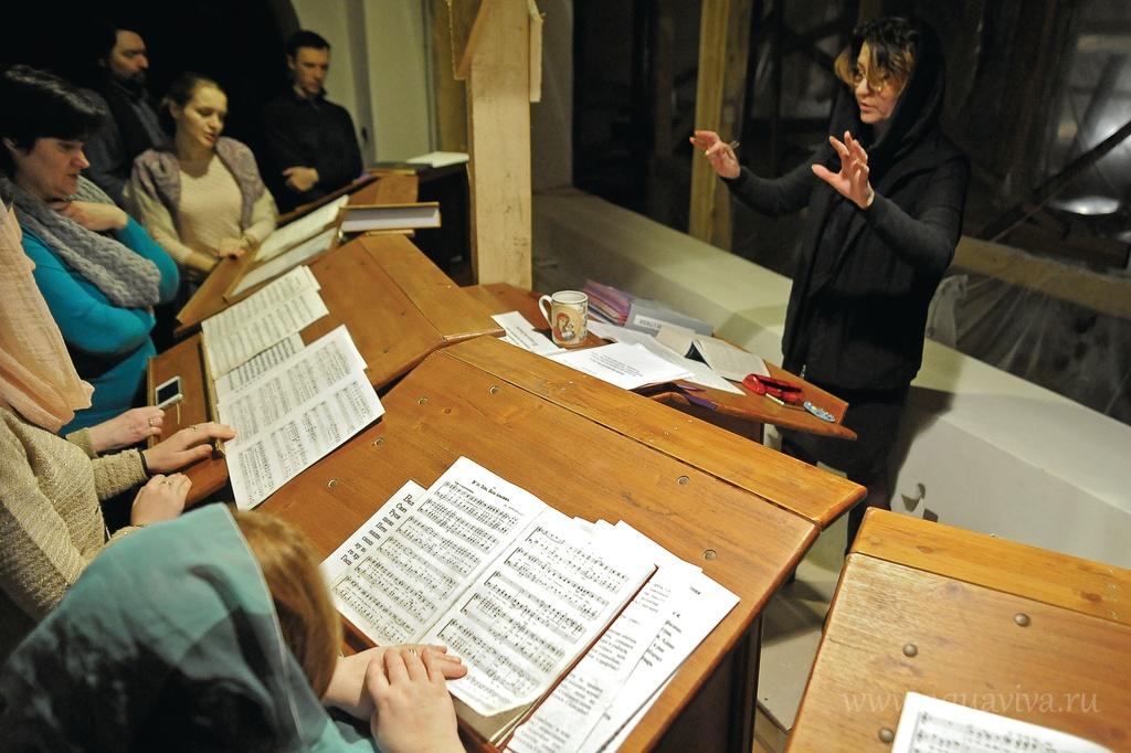 Регент собора Наталья Медведь рассказывает: «Моя задача состоит в том, чтобы выучить с хором ноты, соотнести их с текстом и сделать из всего этого молитву»