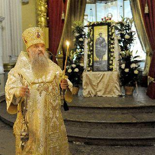 Мы отправимся в старейший храм свято-троицкой александро-невской лавры -- благовещенскую церковь-усыпальницу