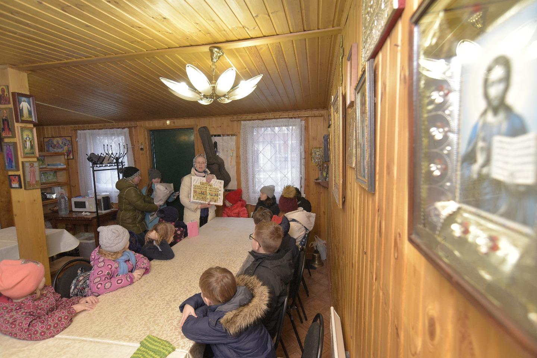 Занятия в воскресной школе проводит Галина Разумова, педагог с многолетним стажем