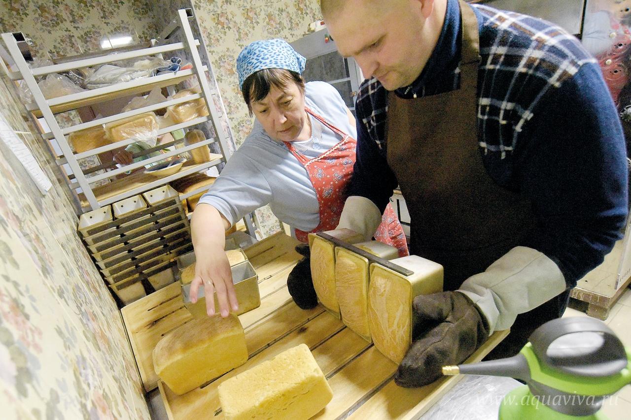 Хлеба в пекарне пекут не очень много — в основном для себя и прихожан