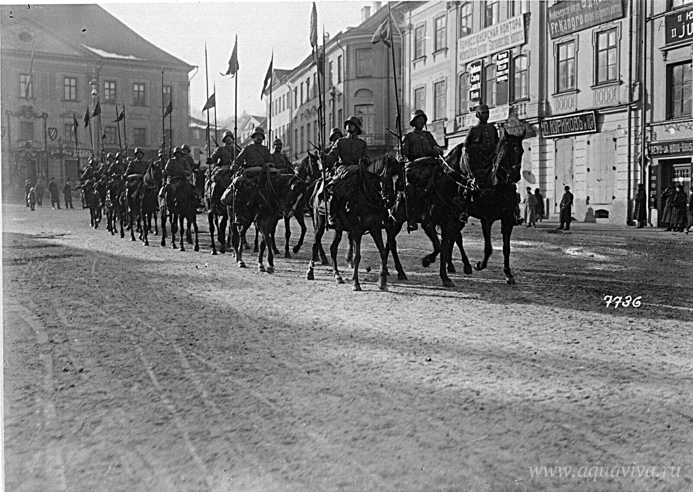 Немецкая кавалерия проезжает через Тарту. 1918 год