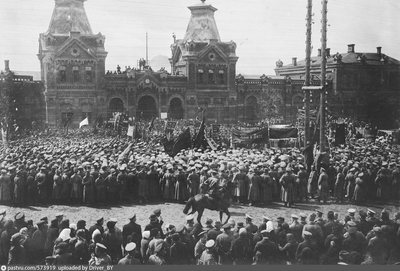 Первомайский митинг на площади возле вокзала Либаво-Роменской железной дороги. Минск. 1917 год