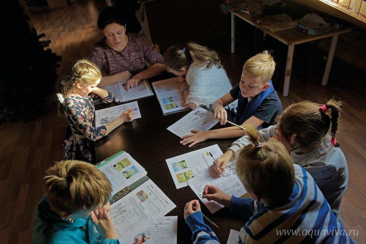 Воскресную школу посещают и дети, и их родители