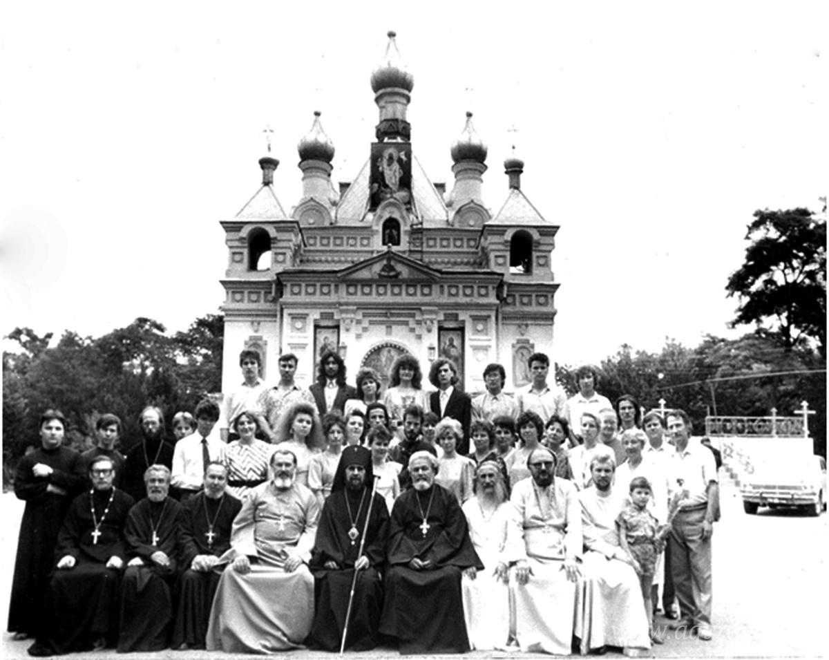 В 1988 году отец Александр Муравлёв стал ректором Ташкентского духовного училища, которое размещалось при храме Александра Невского.