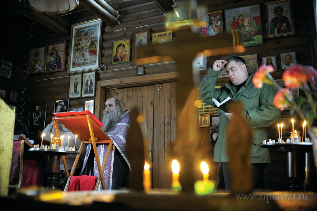 По будням в храме прихожан совсем немного даже в дни церковных праздников, зато на выходных собирается полный приход — до 40 человек