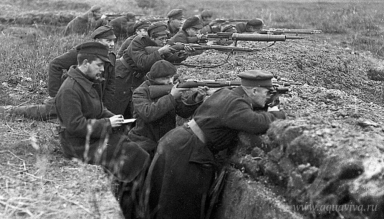 Солдаты Эстонской народной армии в окопах под Печками, в Сетумаа. 1919 год