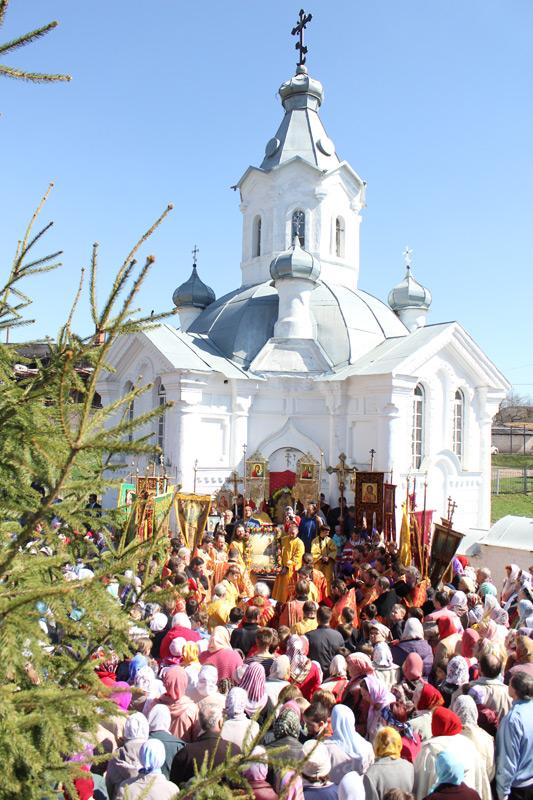 Традиционный крестный ход и молебен в день памяти праведного Иакова Боровичского собирает множество горожан