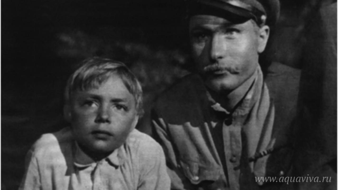 Кадр из фильма «Два Фёдора» (1958). После окончания Великой Отечественной войны вернувшийся на родину Фёдор-большой встречает мальчишку-беспризорника Фёдора-малого. Они решают жить вместе.