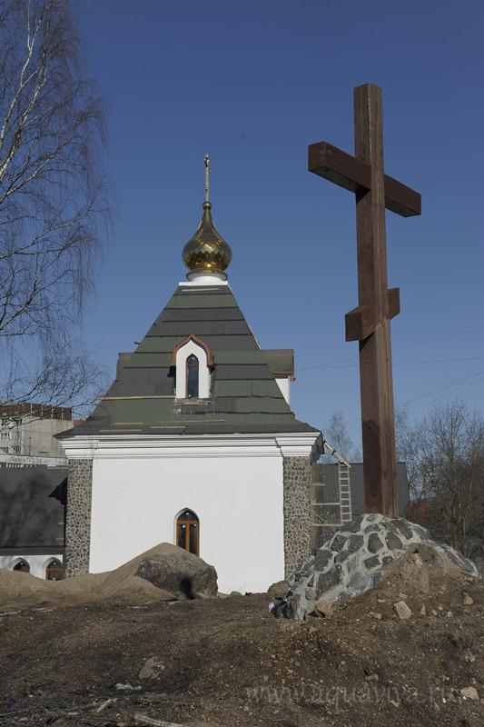 Там, где в скором времени будет красоваться Успенский храм, установлен поклонный крест
