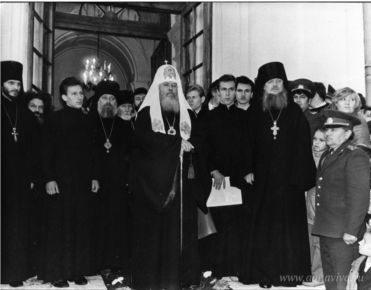 Визит патриарха Алексия II в Кингисепп вскоре после передачи Екатерининского собора верующим. 1990 год