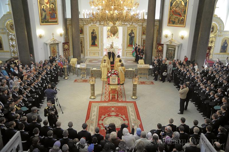 По традиции под сводами Софийского собора кадеты дают торжественное обещание