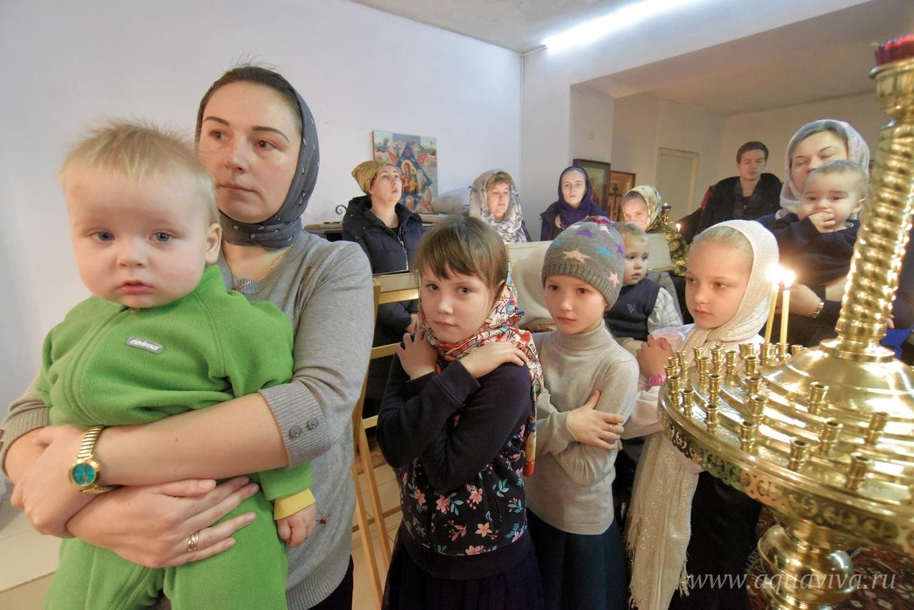 Детям в храме уделяется особое внимание.