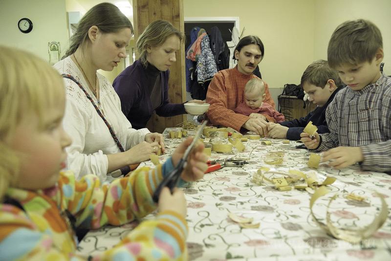 Мастер-класс по берестяной игрушке в просветительском центре «Ковчег»