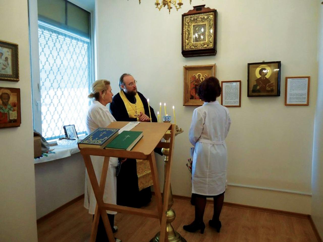 Онкодиспансер на улице Лени Голикова священники посещают по череде