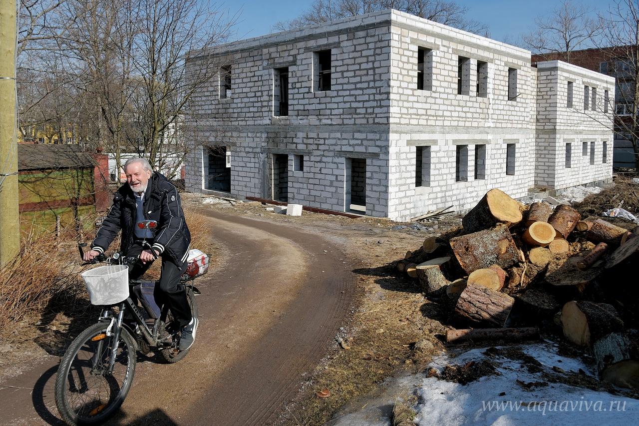 Неподалеку от собора строится духовно-просветительский центр святителя Тихона Задонского