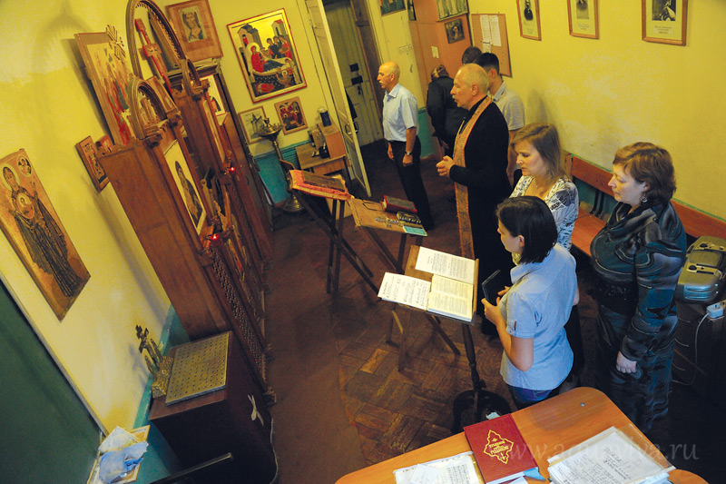 Богослужения в консерваторской часовне можно совершать только в «окнах» между лекциями