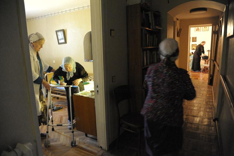 Семейную обстановку в приют привносят помощницы — прихожанки различных храмов