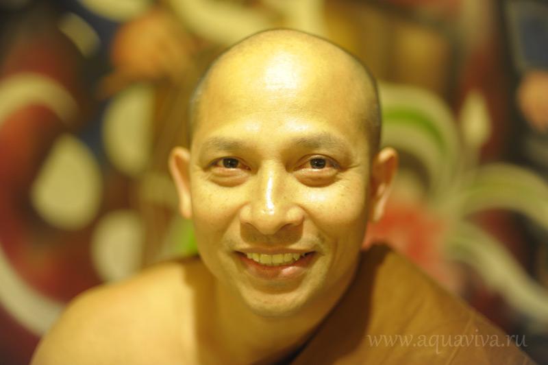 Один из преподавателей дацана выходец из Таиланда Аджан Пхра Чатри Хемапандха