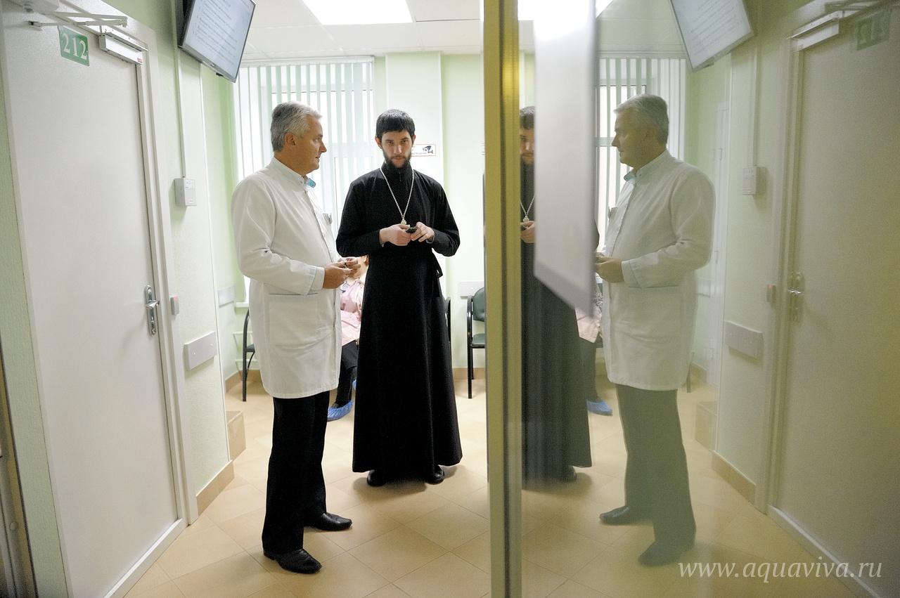 Борьба за человека — общее дело священнослужителей и медиков