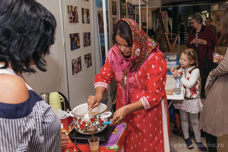 В Петербурге супруга отца Климента Екатерина провела несколько мастер-классов по приготовлению блюд индийской кухни